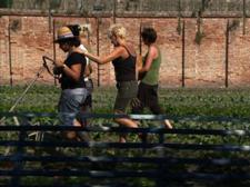 Fotogramma tratto dal documentario di Anush Hamzehian, Le jardin des merveilles, 2009